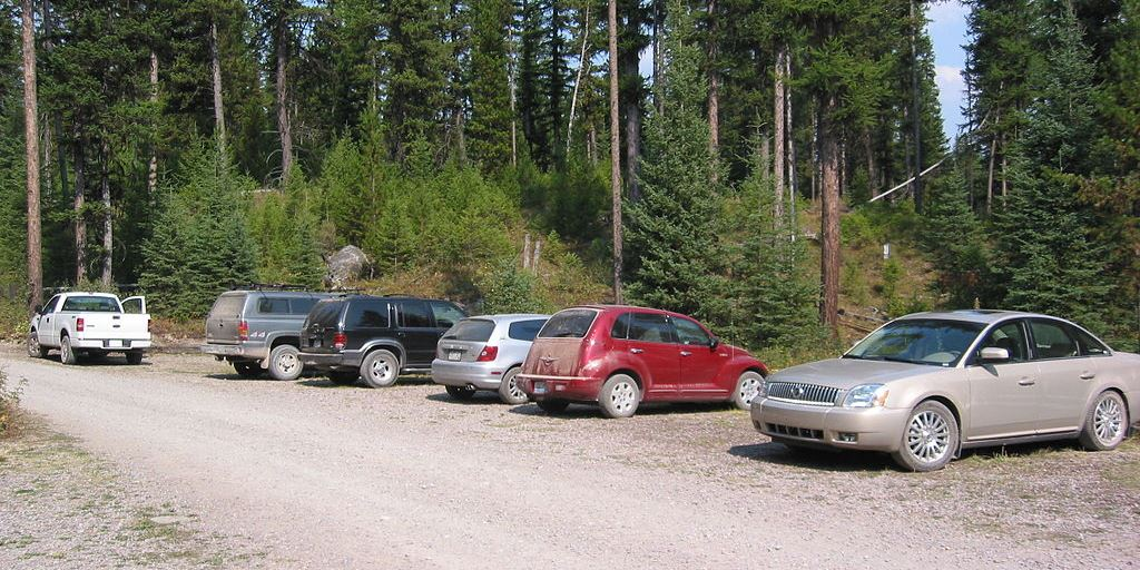 Cars parked at Boulder Pass Trailhead
