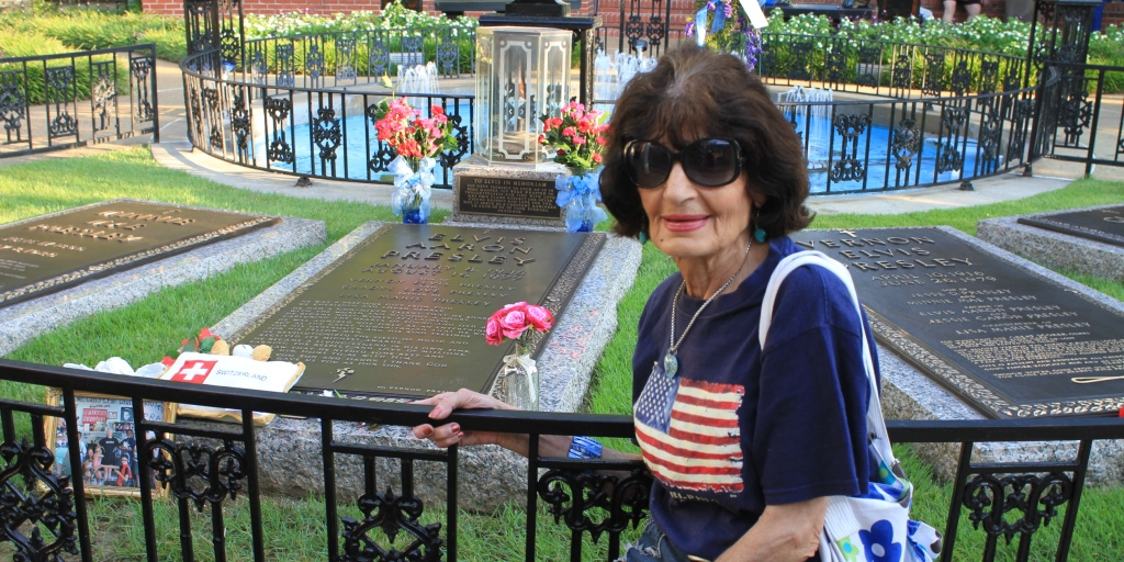 Kiki at Elvis's grave in the Graceland Meditation Garden